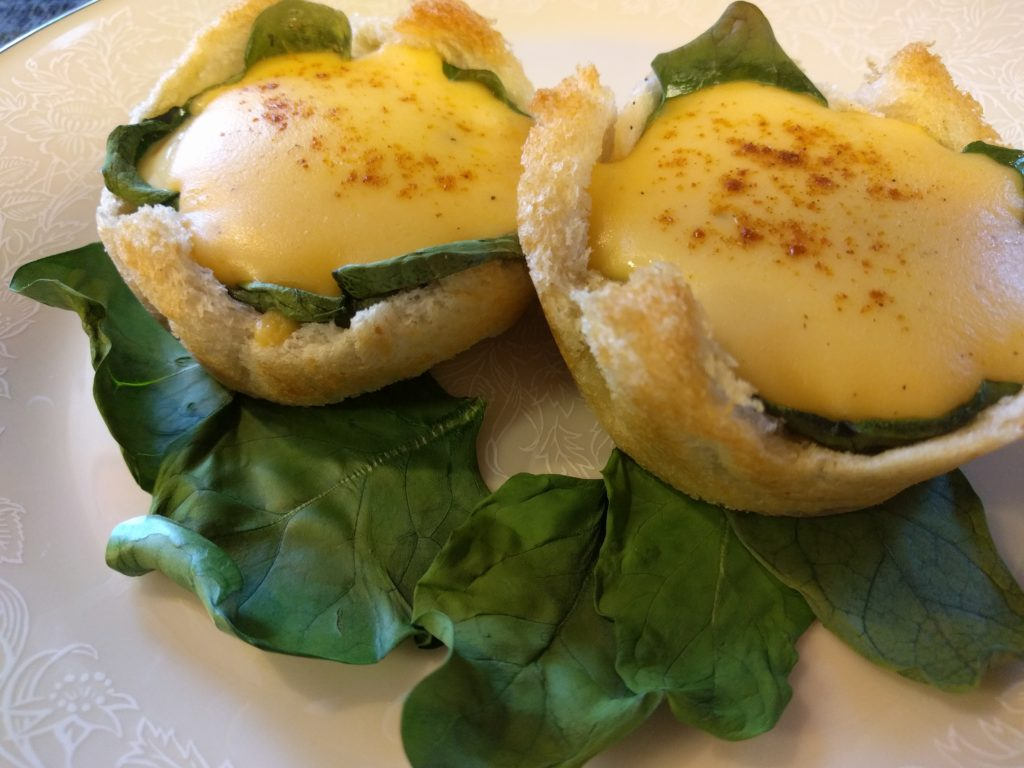 recipe-eggs-spinach-bread-cheese-sauce