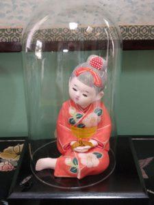 hakata-doll-under-dome