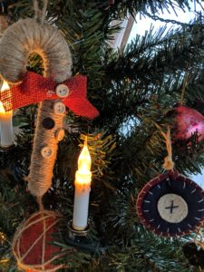 """<img src=""""Civil War tree decorations"""".jpg"""" alt="""""""